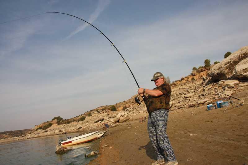 Schoudertas Fototoestel : Leo olierook fishing adventures